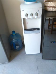 Despachador Electrico De Agua Fria Y Caliente - $ 2,000.00 en Mercado Libre General Electric, Canning, Cold, Water Dispenser, Recycled Tires, Home Canning, Conservation
