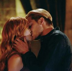 Next weeks episode Clary Und Jace, Clary Fray, Shadowhunters Tv Series, Shadowhunters The Mortal Instruments, Abraham Van Helsing, What's True Love, Dominic Sherwood, Cassandra Clare Books, Clace