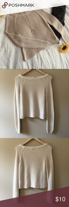 Crop Sweater Comfy, cropped sweater. The perfect addition to your fall wardrobe. Barely worn!! Forever 21 Sweaters Crew & Scoop Necks