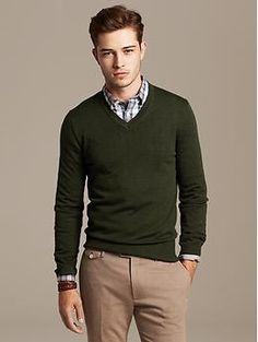 Extra-Fine Merino Wool Vee Pullover | Banana Republic - Large in Deep Moss (green)