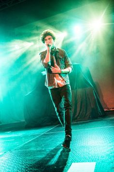 HQ Photo   George performing at OMG Live in Birmingham