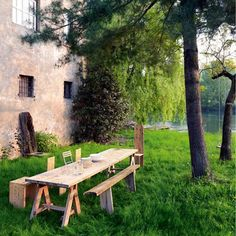 former convent converted into a house and workshop by the German designer Katrin Arens in the Lombardy countryside Porches, Outdoor Dining, Outdoor Spaces, Outdoor Decor, Sunday Readings, Italian Home, Summer Picnic, Garden Picnic, Garden Table