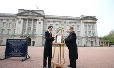Princess of Cambridge's announcement placed on easel at Buckingham Palace