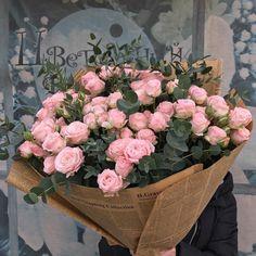 37 Ideas flowers arrangements bouquets gift pink roses for 2019 Luxury Flowers, My Flower, Flower Art, Beautiful Flowers, Art Flowers, Fond Design, Flower Aesthetic, Beige Aesthetic, Floral Arrangements