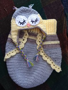 3 Button Baby Owl Cocoon & Hat By Rachael Whitton Stegmoyer - Free Crochet Pattern - (ravelry)