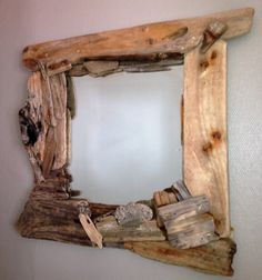 The Driftwood that decorates this mirror was collected on the Brittany shores, particularly in the Morbihan. Brought a touch of nature into your