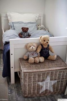 pojan sänky,pojan huone,sininen,lastenhuone