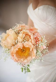 Beautiful bouquet with big flowers which means less flowers which means less expensive. And baby's breath, my favorite! Also goes with the peach theme :)