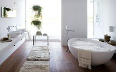 Bathroom - nice floors - love this  (Eller bruke samme gulvet som ellers i Rorbua Torgunn?) Kan vurdere fliser på gulv i stedet...