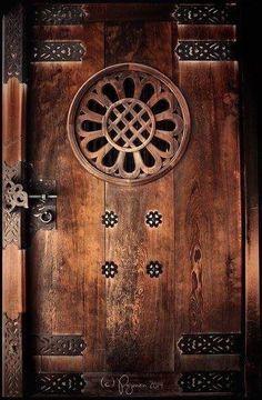 Beautiful old wood door! Door Knobs and Knockers Cool Doors, Unique Doors, The Doors, Entrance Doors, Doorway, Windows And Doors, Front Doors, Entrance Ideas, Knobs And Knockers