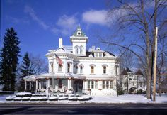 Dover Ohio's historic homes and mansions have many holiday events scheduled that are perfect for a day trip. The J.E. Reeves Mansion in Dover sparkles inside and out with holiday decorations.