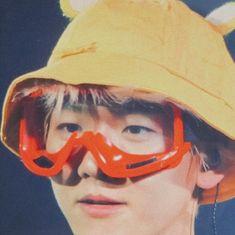 bubble gum — Baekhyun with soft yellow🍯 | 변백현 Chanyeol, Kyungsoo, Exo Album, Korean Boy, Exo Memes, Kpop, Chanbaek, Cute Icons, Reaction Pictures