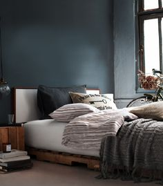 Creative DIY Pallet Furniture Bring Rusticity and Used Items for Stylish Home : Winter Bedroom With Pallet Bed Wood Pallet Beds, Diy Pallet Bed, Wooden Pallet Furniture, Wooden Pallets, Headboard Pallet, Winter Bedroom, Home Bedroom, Bedroom Furniture, Bedroom Decor