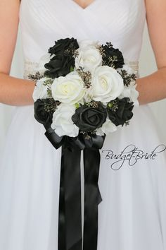 Black Rose Bouquet, Rose Wedding Bouquet, White Wedding Bouquets, White Wedding Cakes, Bridesmaid Bouquet, White Weddings, Wedding Cupcakes, Black And White Wedding Theme, Black And White Roses