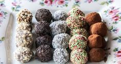 Milk and cookie truffles by Greek chef Akis Petretzikis. These delicious truffles are so quick and easy to make and so tasty no one will be able to get enough! Greek Desserts, Party Desserts, Cookie Desserts, Greek Recipes, Sweets Recipes, Cooking Recipes, Greek Cookies, Cupcakes, Christmas Sweets