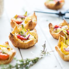 THP PUFF PASTRY WITH TOMATO AND ONION 600px-9675
