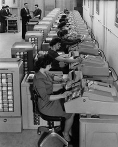 1960 bank employees using burroughs machines Vintage Photographs, Vintage Photos, Company Id, Old Technology, Private Hospitals, Vintage Office, Retro Futurism, Working Woman, Historical Photos