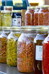 If you're like me, reveling in the fresh produce of summer and saddened when it departs in the fall, despair isn't your only option. There are good ways to preserve fruits and vege Canning Beans, Canning Tips, Home Canning, Canning Recipes, Canning Labels, Canning Food Preservation, Preserving Food, Canned Food Storage, Dehydrated Food