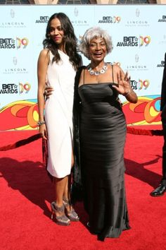 Nichelle Nichols & Zoe Saldana Present Together At BET Awards | TrekMovie.com