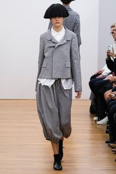 See the complete Comme des Garçons Comme des Garçons Spring 2015 Ready-to-Wear collection.