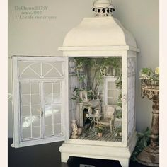 MiNiaTuRe BaCK YaRD Vitrine Miniature, Miniature Rooms, Miniature Crafts, Miniature Houses, Dollhous . Miniature Rooms, Miniature Crafts, Miniature Fairy Gardens, Miniature Houses, Miniature Dollhouse Furniture, Vintage Dollhouse, Miniature Kitchen, Fairy Lanterns, Christmas Lanterns