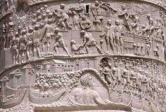KOLUMNA TRAJANA fragment fryzu Kolumna Trajana wystawiona została w 113 AD na zamknięciu osi Forum Trajana, pomiędzy gmachami bibliotek, dla upamiętnienia zwycięstw cesarza w wojnach z Trakami w latach 101-106.