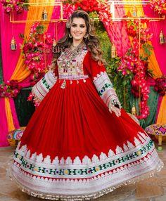 Pakistani Party Wear Dresses, Desi Wedding Dresses, Shadi Dresses, Pakistani Dress Design, Pakistani Outfits, Stylish Dresses, Fashion Dresses, Afghani Clothes, Balochi Dress
