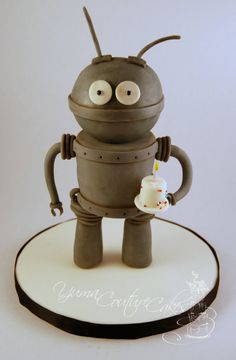 Robot! by Yuma Couture Cakes (6/10/2012)  View cake details here: http://cakesdecor.com/cakes/18132