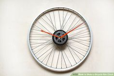 How to Make a Bicycle Rim Clock. Here's a cool way to reuse those bicycle junk you have in your garage. If you're a bike fanatic here's a great way to give your wall a personal touch. Make your own bike rim wall clock. Bicycle Rims, Old Bicycle, Bicycle Wheel, Bicycle Art, Bike Wheels, Bicycle Clock, Make A Clock, Diy Clock, Clock Ideas