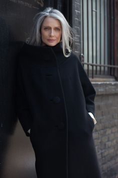 Gray Wig Lace Frontal Wigs Permanent Solution For Grey Hair - Weißes Haar Long Gray Hair, Grey Wig, Silver Grey Hair, White Hair, Long Fine Hair, Pelo Color Plata, Grey Hair Inspiration, Body Inspiration, Beautiful Old Woman