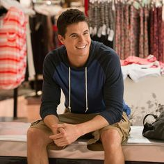 The news broke on July 21 that Robbie Amell, who is known for his roles in 'The Flash' and 'The Duff' has joined 'The X-Files' as well as 'Six Feet Under' star, Lauren Ambrose. Robie Amell, The Duff Movie, Fat Friend, Lauren Ambrose, Mary Johnson, Tyler Posey, Chick Flicks, Daniel Radcliffe, Hollywood Life