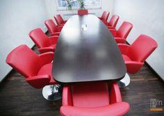 Sala konferencyjna - stół typu  VRC , fotele Format więcej zdjęć na http://www.projektmebel.pl/weglostal#2
