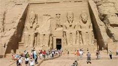 قال المركز المصري للدراسات الاستراتيجية إن هناك جهودا بذلت خلال الفترة الماضية لزيادة معدلات الجذب السياحي والتي بدأت تؤتي ثمارها، معتبرا أن ذلك يستلزم  استمرار الحكومة في برنامج التنشيط السياحي وخطة الترويج لتنفيذها. وأضافت نشرة المركز الصادرة  اليوم، أنه يجب �