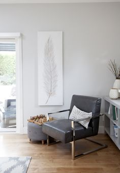 Modern and simple family room decor // home design inspiration via @jillianmharris