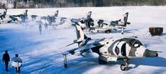 Hawker Siddeley Harrier squadron in winter camouflage during exercises in Norway Air Force Aircraft, Ww2 Aircraft, Military Jets, Military Aircraft, Hms Ark Royal, British Aerospace, Close Air Support, Flight Deck, Royal Air Force