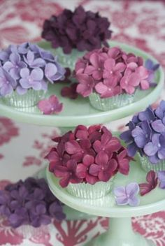 lovely hydrangea cupcakes by Peggy Porschen looks like the real thing! Cupcakes Design, Cupcakes Cool, Beautiful Cupcakes, Gorgeous Cakes, Amazing Cakes, Decorated Cupcakes, Mocha Cupcakes, Velvet Cupcakes, Vanilla Cupcakes