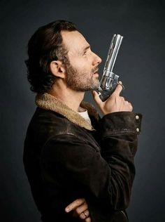 Andrew Lincoln as Rick Grimes from 'The Walking Dead'. I love his Colt Python. Rick Grimes, Walking Dead Wallpaper, Walking Dead Tv Show, Fear The Walking Dead, Andrew Lincoln, Rick E, Stuff And Thangs, Dead Inside, Shows