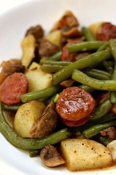 Instant Pot Cajun Sausage, Potatoes and Green Beans - 365 Days of Slow Cooking and Pressure Cooking Instant Pot Cajun Sausage, Potatoes and Green Beans--a quick one pot meal of cajun-style andouille sausage, quartered red potatoes, fresh green beans. Sausage And Green Beans, Recipe For Fresh Green Beans And Potatoes, Green Beans Slow Cooker, Red Beans Recipe, Cajun Sausage, Andouille Sausage Recipes, Sausage Meals, Crock Pot Sausage, Al Dente