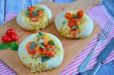 Een heerlijk recept voor het zelf maken van caprese broodjes. Zowel warm als koud zijn deze mediterraanse broodjes erg lekker. Het recept staat hier online.