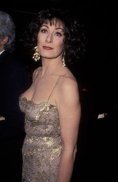 Anjelica Huston, 1992 - The Golden Globes Red Carpet, Then And Now - Photos Hollywood Glamour, Hollywood Actresses, Then And Now Photos, Anjelica Huston, Baby Blue Dresses, Celebrities Then And Now, Celebrity Workout, Column Dress, Actor Photo