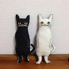 シッポのあるネコ ヌイグルミ (白猫or黒猫)