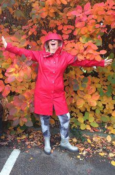 The fabulous Ilse Jacobsen Rain02 in Deep Red, amongst beautiful autumn colours!