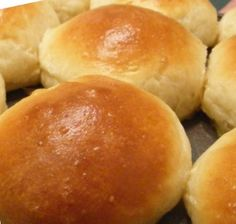 Quick & Easy Dinner Rolls------no kneading & just spoon into muffin tins!!