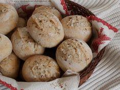Úplně původně jsem chtěla péct chleba. Jenže pak jsem si vzpomněla na kamaráda, který mi v týdnu dělal chutě dalamánkama a řekla si, že kd... Muffin, Food And Drink, Potatoes, Bread, Vegetables, Cooking, Breakfast, Basket, Baking Center