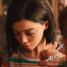 Alita: Battle Angel is a movie starring Rosa Salazar, Christoph Waltz, and Jennifer Connelly. A deactivated female cyborg is revived, but cannot remember anything of her past life and goes on a quest to find out who she is. World Of Fantasy, Fantasy Girl, Alita Movie, Alita Battle Angel Manga, Female Cyborg, Angel Movie, Mahershala Ali, Angel Wallpaper, Streaming Hd