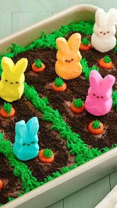 PEEPS® Easter Garden Cake ~ This festive bunny garden cake is quick and easy to make, thanks to the help of these adorable PEEPS® marshmallow bunnies. Shared by Career Path Design Easter Snacks, Easter Peeps, Easter Treats, Easter Recipes, Easter Food, Easter Desserts, Easter Stuff, Dessert Recipes, Easter Dinner