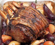 Pot-roast beef with French onion gravy Ribeye Roast, Beef Sirloin, Beef Ribs, Pot Roast, Cooking Roast Beef, Roast Beef Recipes, Perfect Roast Beef, Potatoes Dauphinoise, Bbc Good Food Recipes