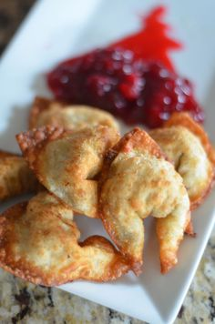 Stuffed Wontons - Mooshu Jenne Made with wontons, stuffing, and cranberry sauce. Simple fried appetizer that can be made minutes before the guests arrive. Great for a friendsgiving.