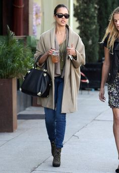 Jessica Alba Photos Photos - Actress Jessica Alba and a friend out for lunch at Joan's On Third in West Hollywood, CA. - Jessica Alba Out For Lunch With A Friend In West Hollywood