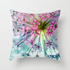 Kissen mit Blumendruck // pillow with floral print by Claudia Drossert via DaWanda.com